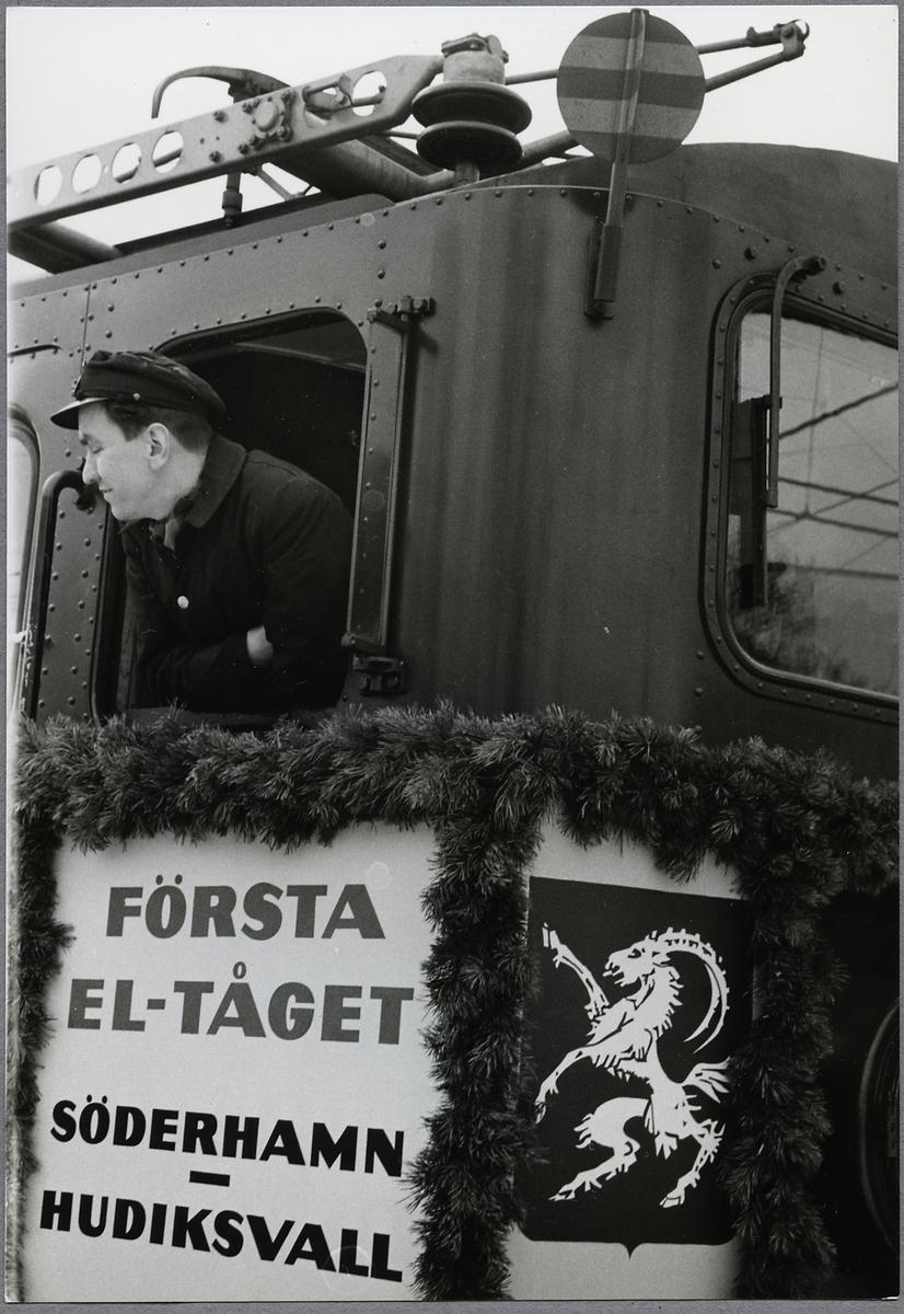Lokföraren på Första eltåget på linjen mellan Söderhamn-Hudiksvall.