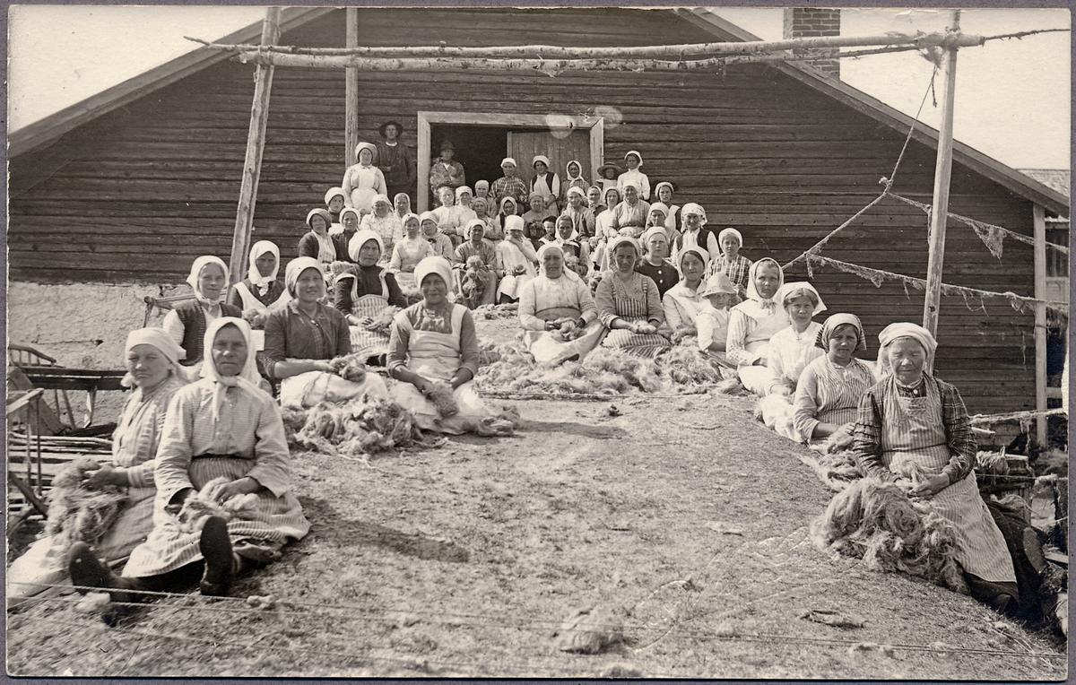 Tvätterskor i arbete under Första världskriget i Haparanda.