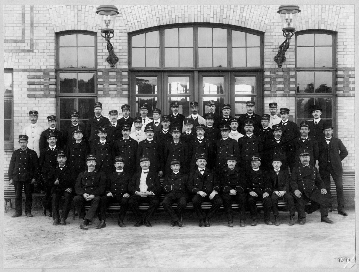Personal vid järnvägsstationen i Uddevalla.