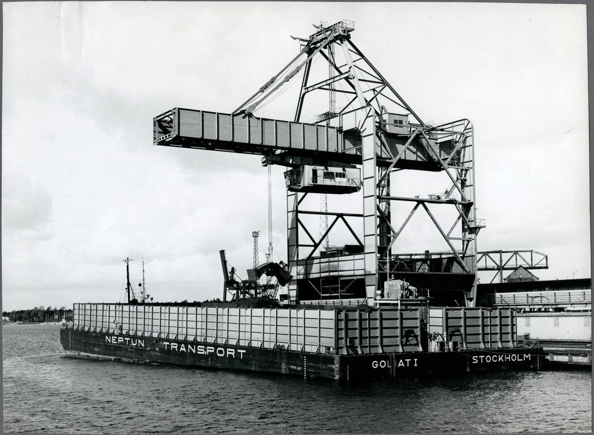 Transport av malm i Oxelösunds hamn.