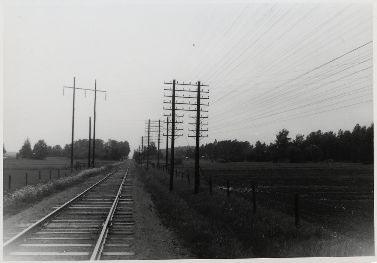 Kraftledning vid linjen mellan Dingtuna och Kolbäck.