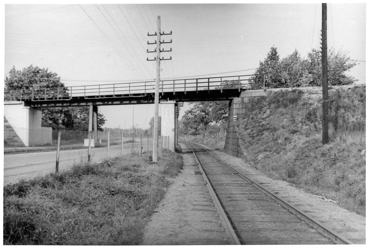 Bro över järnväg.