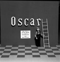 Bildserie om SCA:s seriefigur Oscar som råkar illa ut i en a