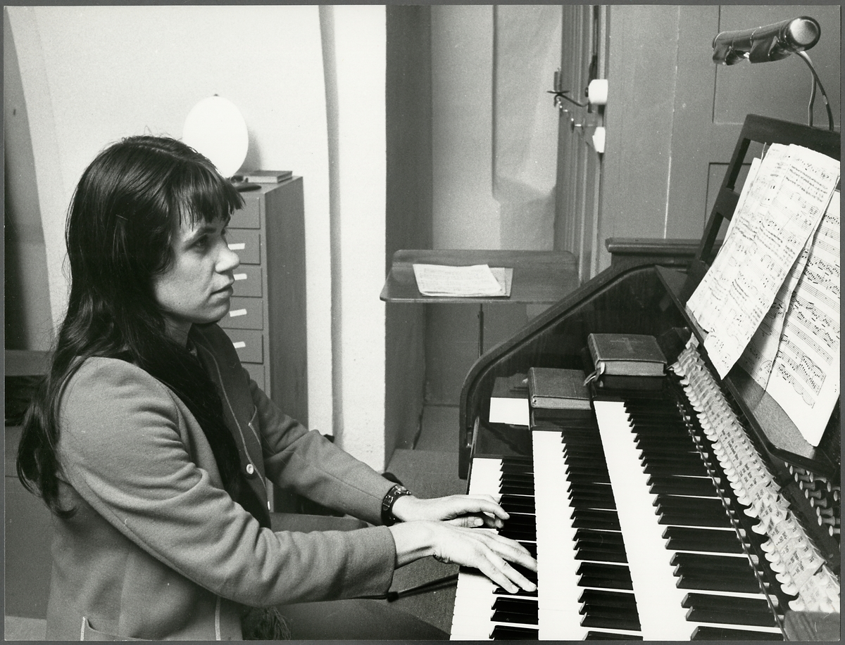 Orgelspel i Jäders Kyrka i samband med Trafikaktiebolaget Grängesberg–Oxelösunds Järnvägars firandet av TGOJ-dagen 1974.