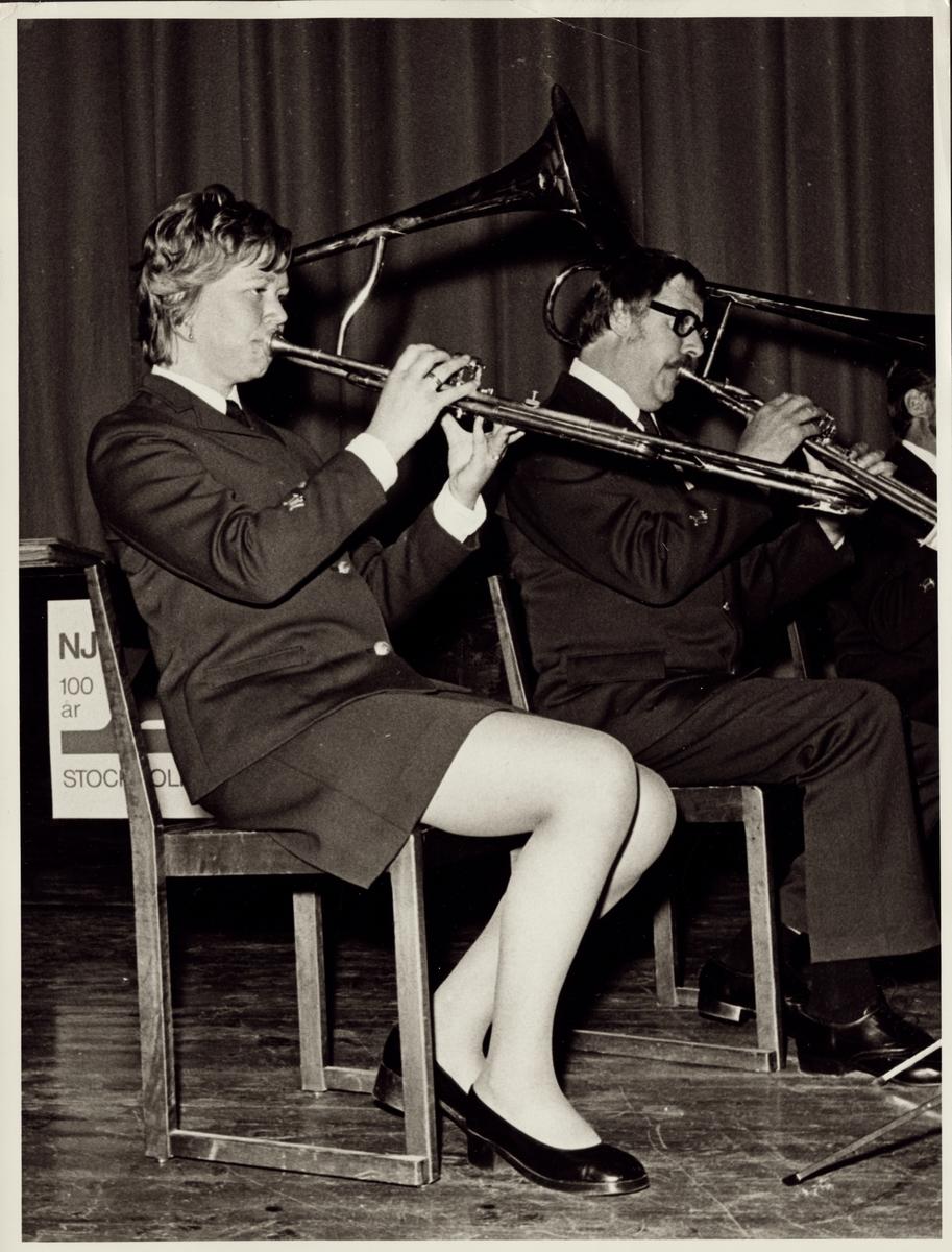 Musiker från SJ Musikkår spelande på en ventilbasun.