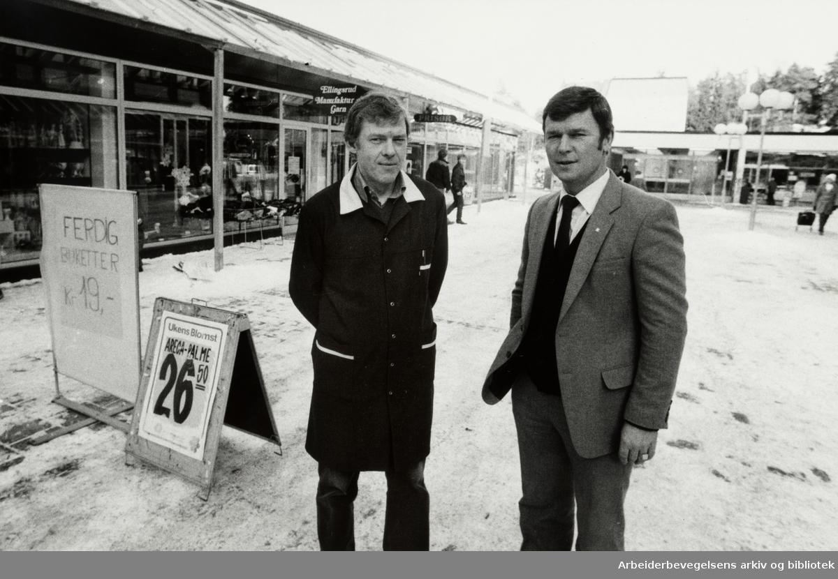 Ellingsrudåsen. Ellingsrud nærsenter. Fra v.: Kjøpmann Bjørn Quist og filialsjef Einar Utne. Februar 1983
