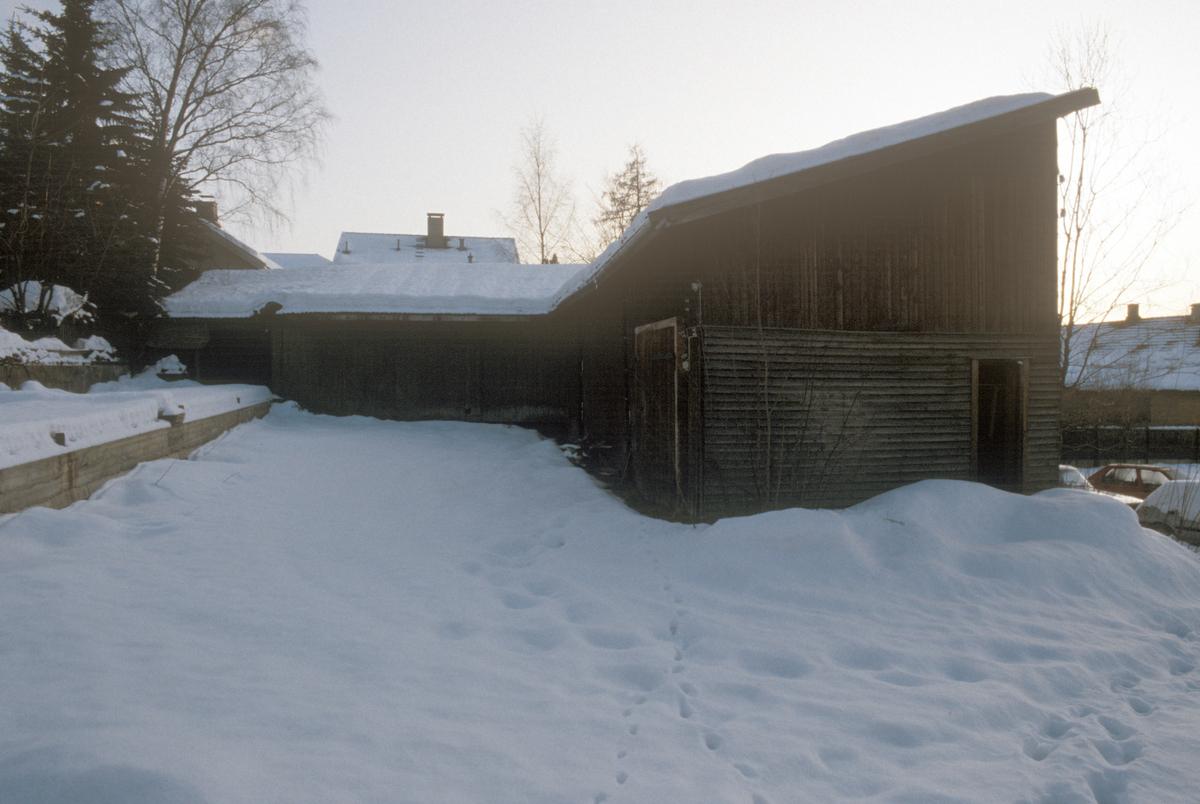 Lillehammer. Lagerbygning i bakgården i Storgata 33. Sett mot sør