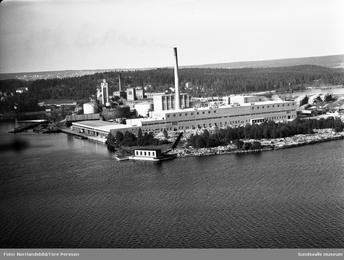 Flygfoton över Ortvikens pappersbruk.