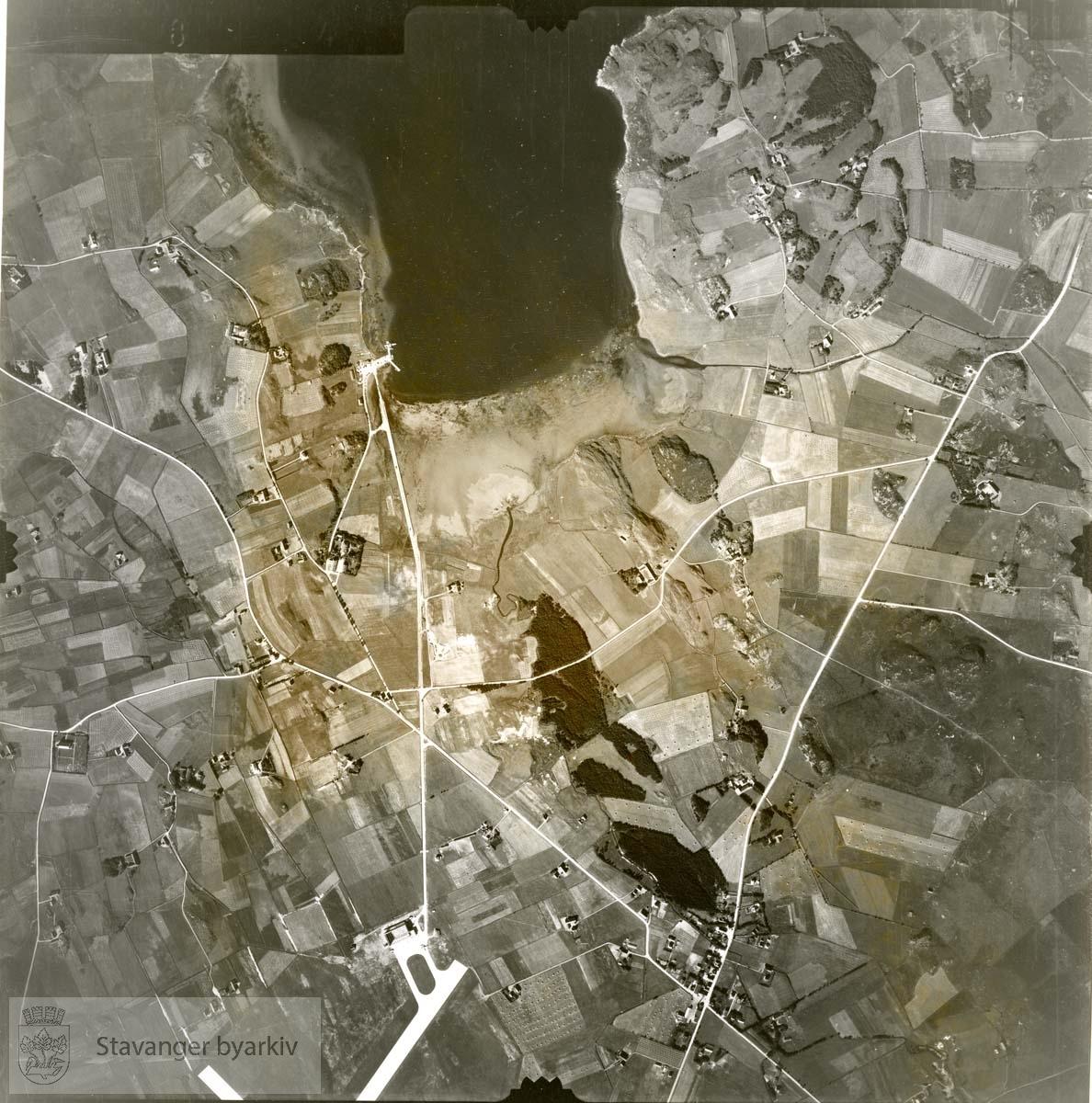 Jfr. kart/fotoplan C24/384..Sola flyplass og Sømmevågen..Se ByStW_Uca_002 (kan lastes ned under fanen for kart på Stavangerbilder)