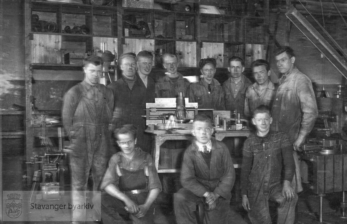 Klassebilde fra Stangeland fór og fagskole, mek. avd 1937-38