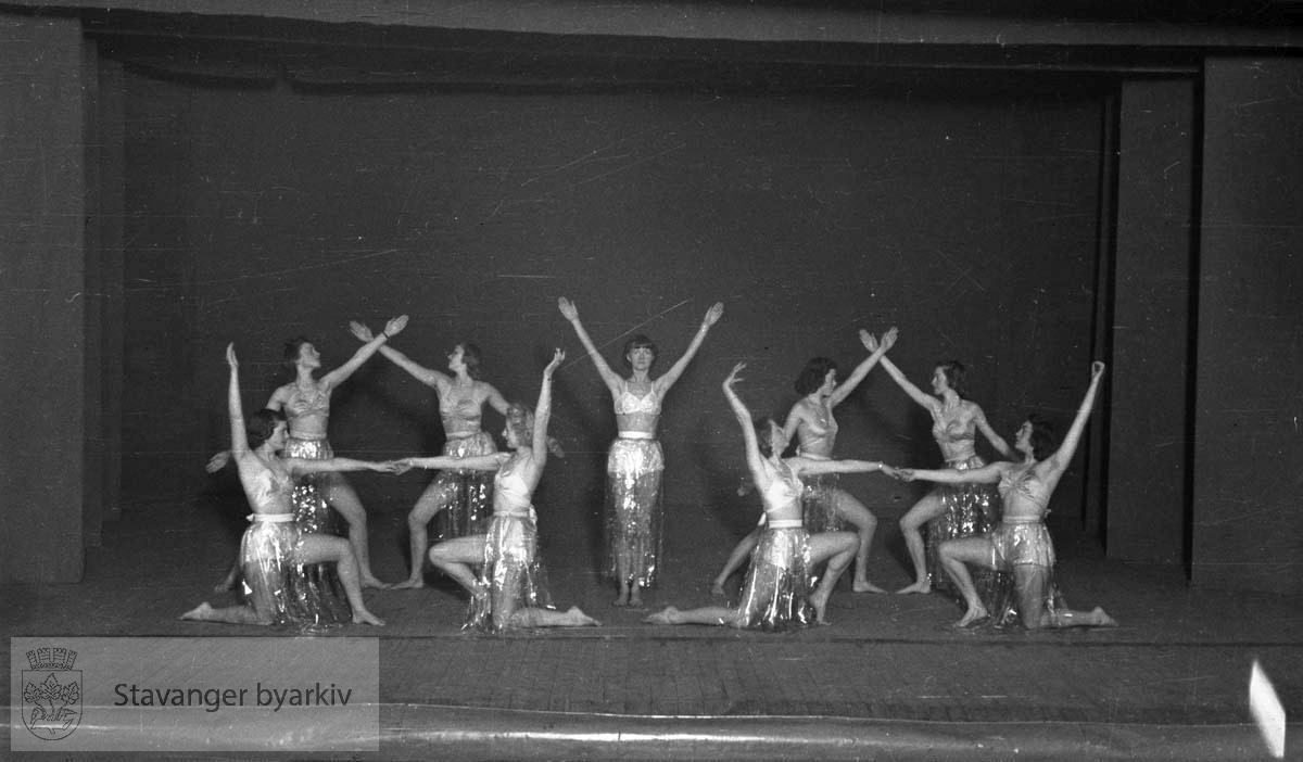 Hellstrøms Ballett har oppvisning.