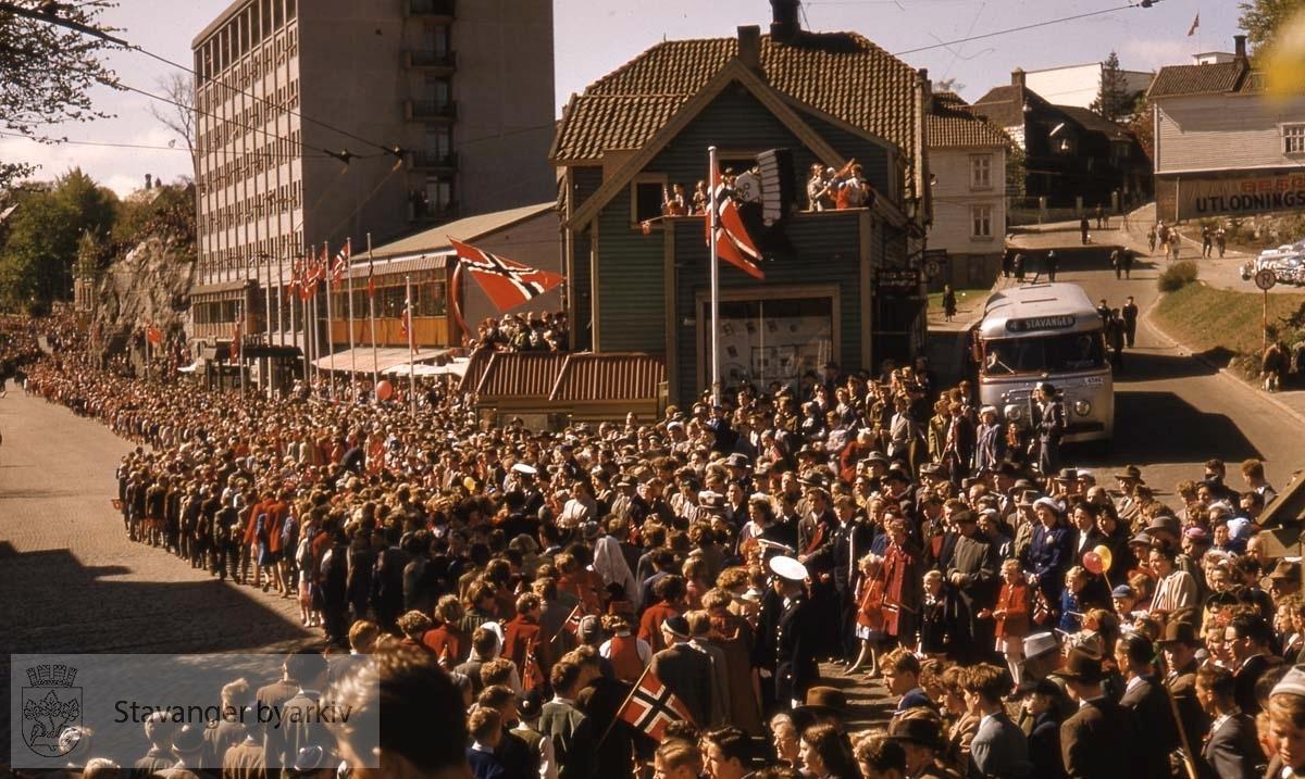 Fra Jernbaneveien (Olav Vs gate) mot Olavskleiva..Hotel Atlantic og Bang og Moldes bokhandel