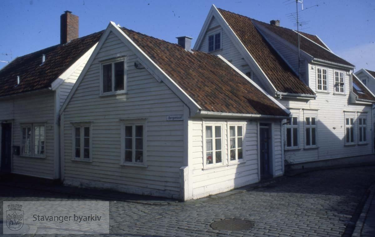 Øvre Strandgate 77 og 75