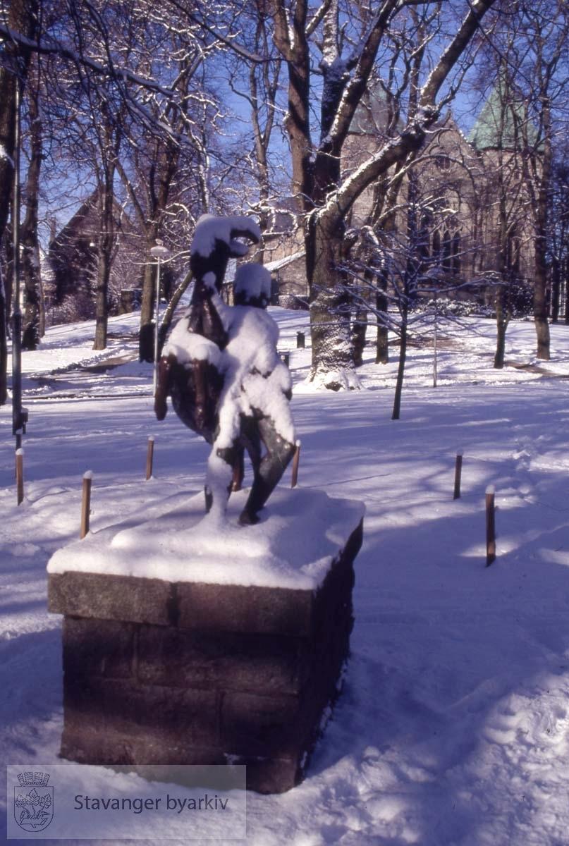 Gutten og Bukken.Skulptur av Stinius Fredriksen, 1925