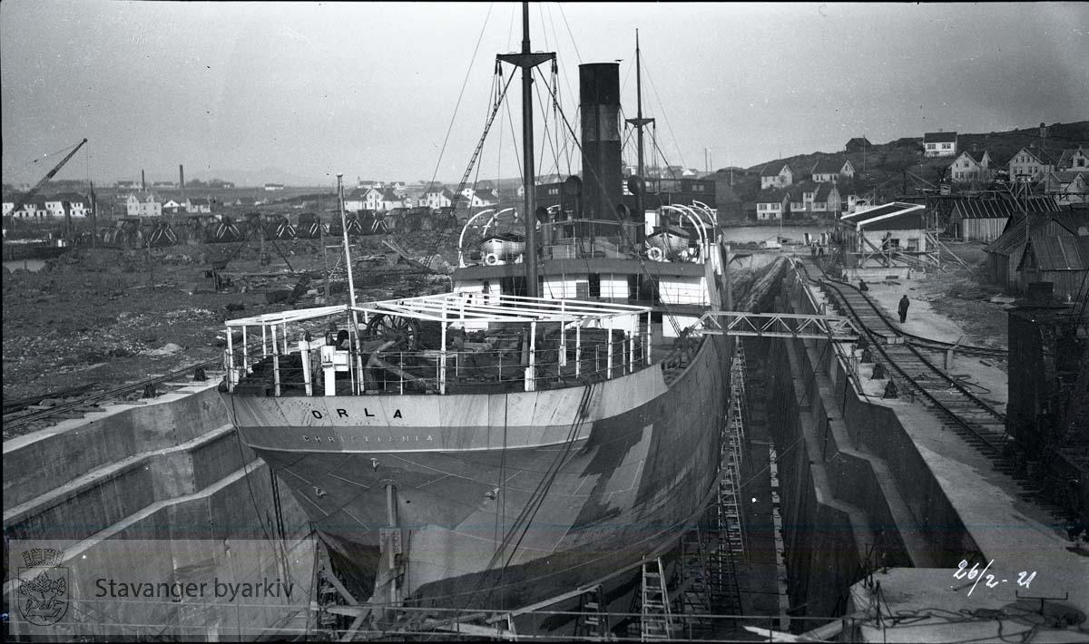 Skipet sett fra akter ..Rosenberg Mekaniske Verksted.Buøy