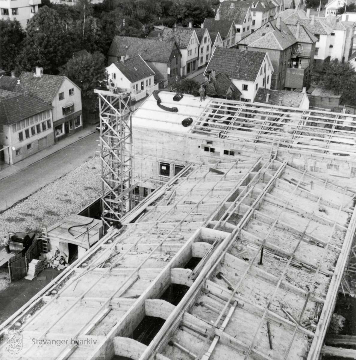 """Bygging av ny brannstasjon, """"Brannvakten"""". Fotografiet står i et album...Lagårdsveien."""