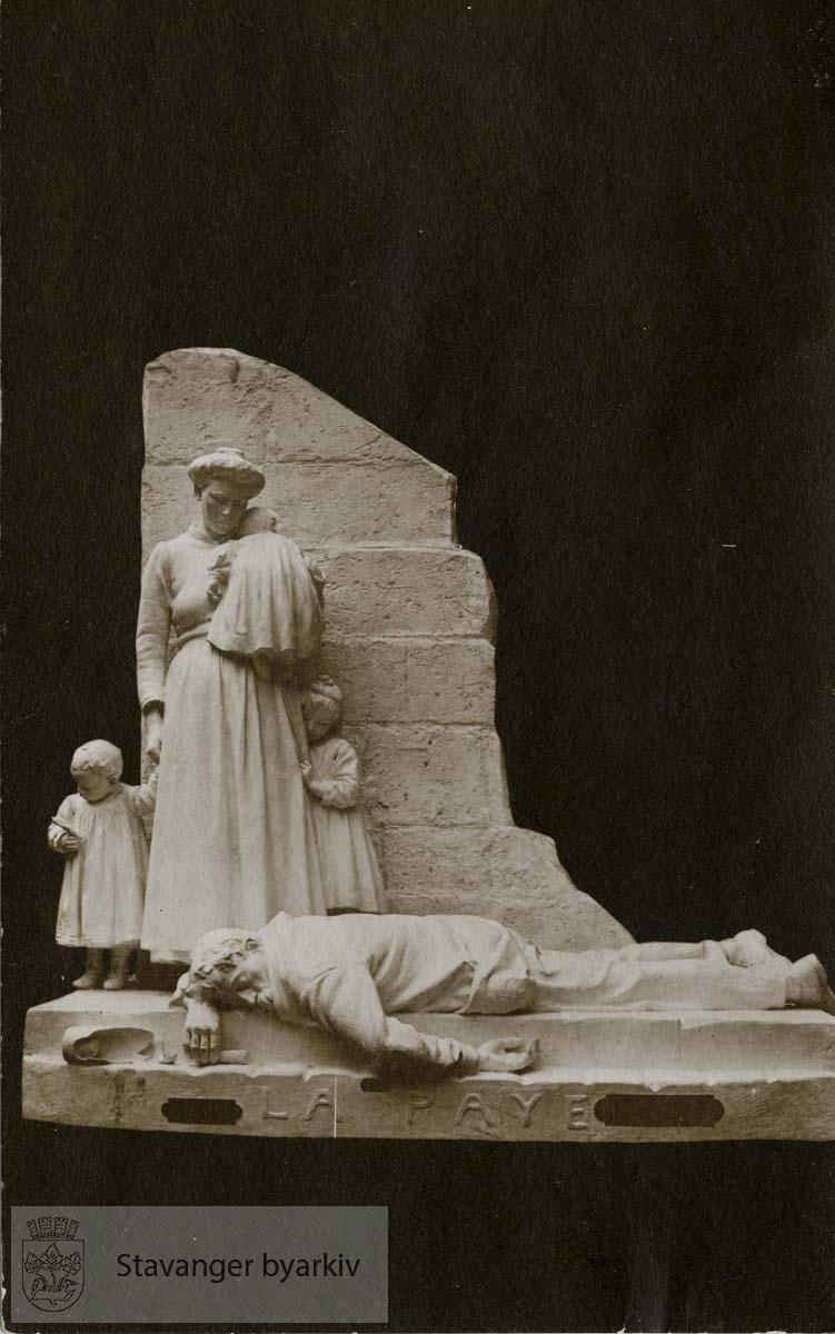 """Lønningsdag"" statue"