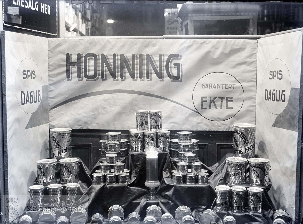 Honning..Leversen skriver i album:.Et godt salgsutstyr
