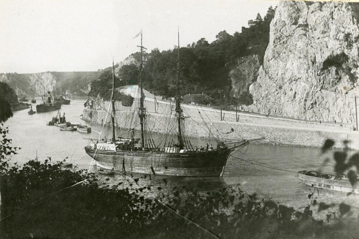 Bark 'Gilsland' (b. 1869) under sleping i Bristolkanalen.