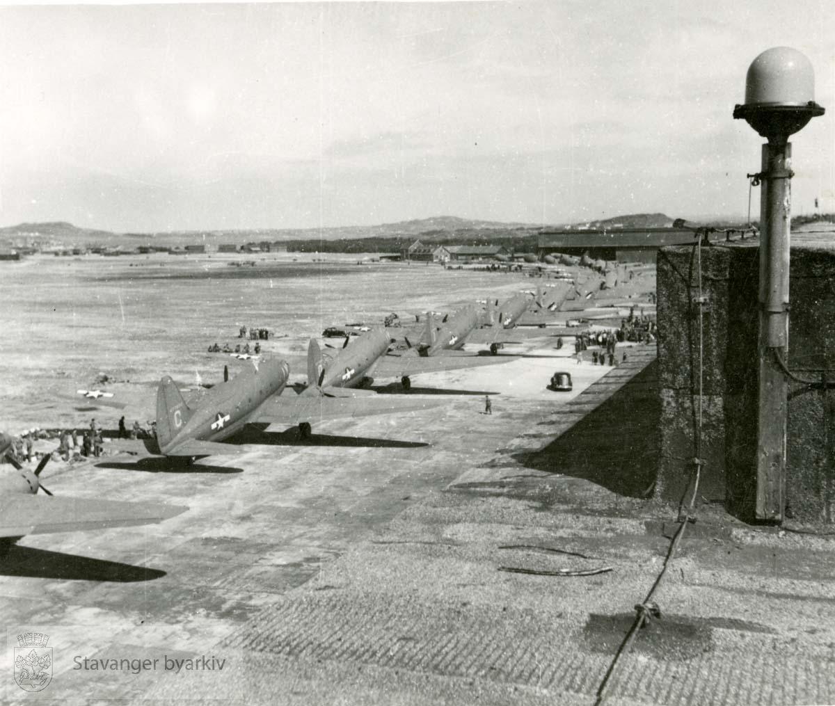 Frigjøringsdagene.Allierte fly på Sola .Frigjøringen.Fredsdagene 1945
