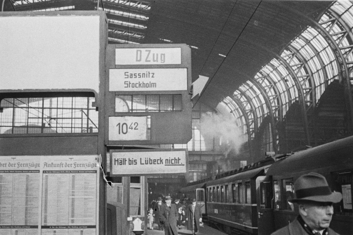 Hamburg Hauptbahnhof i Tyskland med tog til Stockholm via Sassnitz