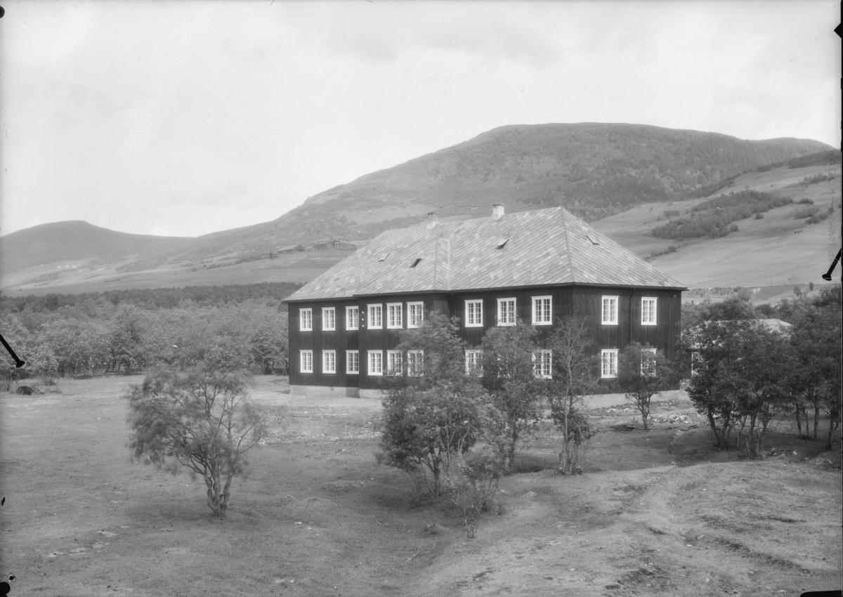 Hjerleids Minde nedre bygning. Tilholdsted for Hjerleidske Husflidskule, Dovre. Ble tatt i bruk 1929