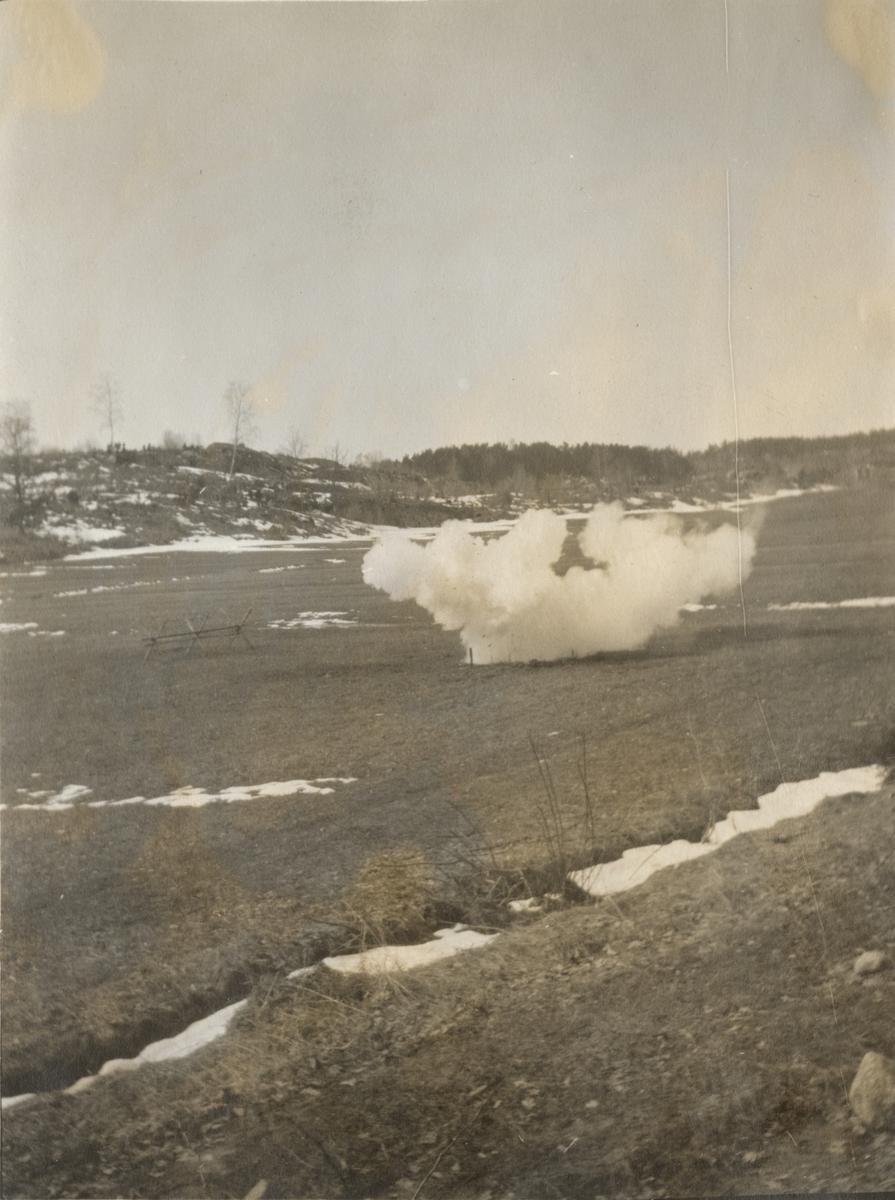 Stormsoldatskolan våren 1924, eldgivning med stridshandgranater.