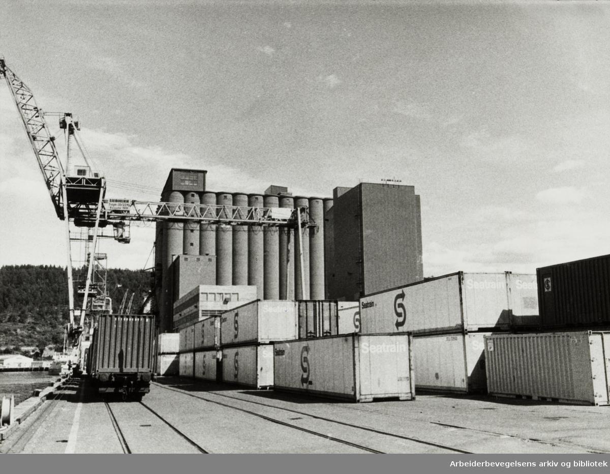 Havna. Sjursøya, containertomta. August 1976