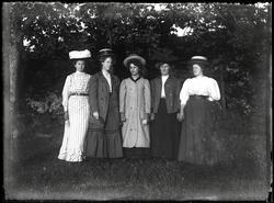 Fem okända kvinnor