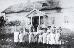 Stange Barnehjem, Lundby, Ottestad. Gruppe barn, voksne, ukj