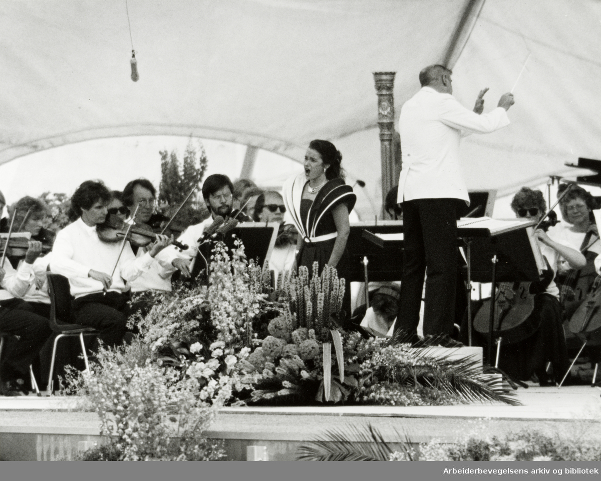 Holmenkollen. Sommerkollen. Sommerkonserten. Sopran Elisabeth Norberg Schulz. 14. juni 1992