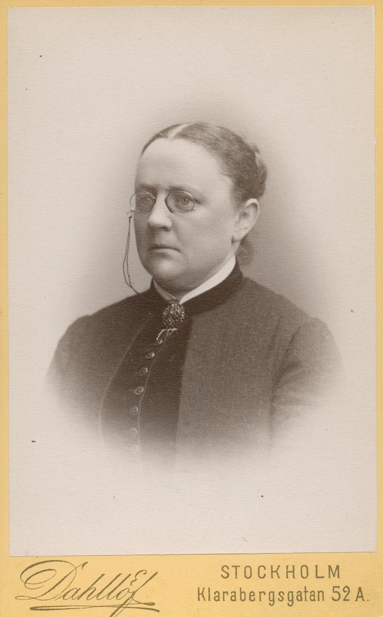 Fru Berg f. Holm.