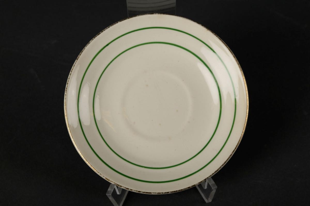 Hvitt tefat med to grønne sirkler.