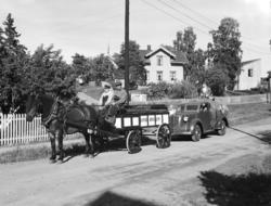 Hamardagen 1946. Hamar bryggeri, hest og vogn, bryggeribil i