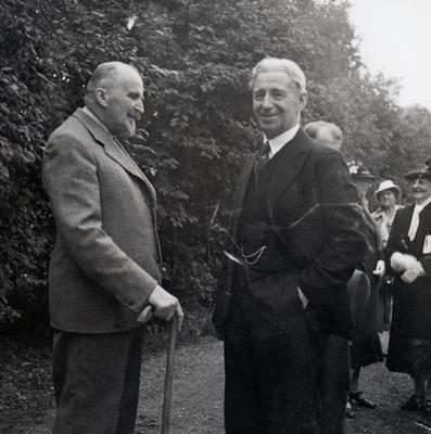 Hans Aall (t.v.) og Sem Sæland fotografert under åpningen av Lendestova i 1939.