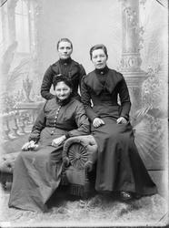 Portrett av tre kvinner Maren Hurum Marie Hurum  ANT fra