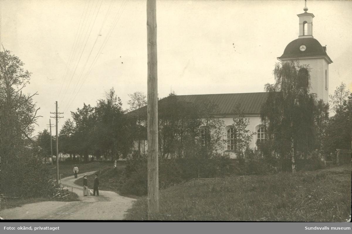 Vykort med motiv över kyrkan i Indal.