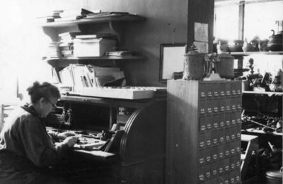 Museets første fotograf Jenny Arnesen, 1935.