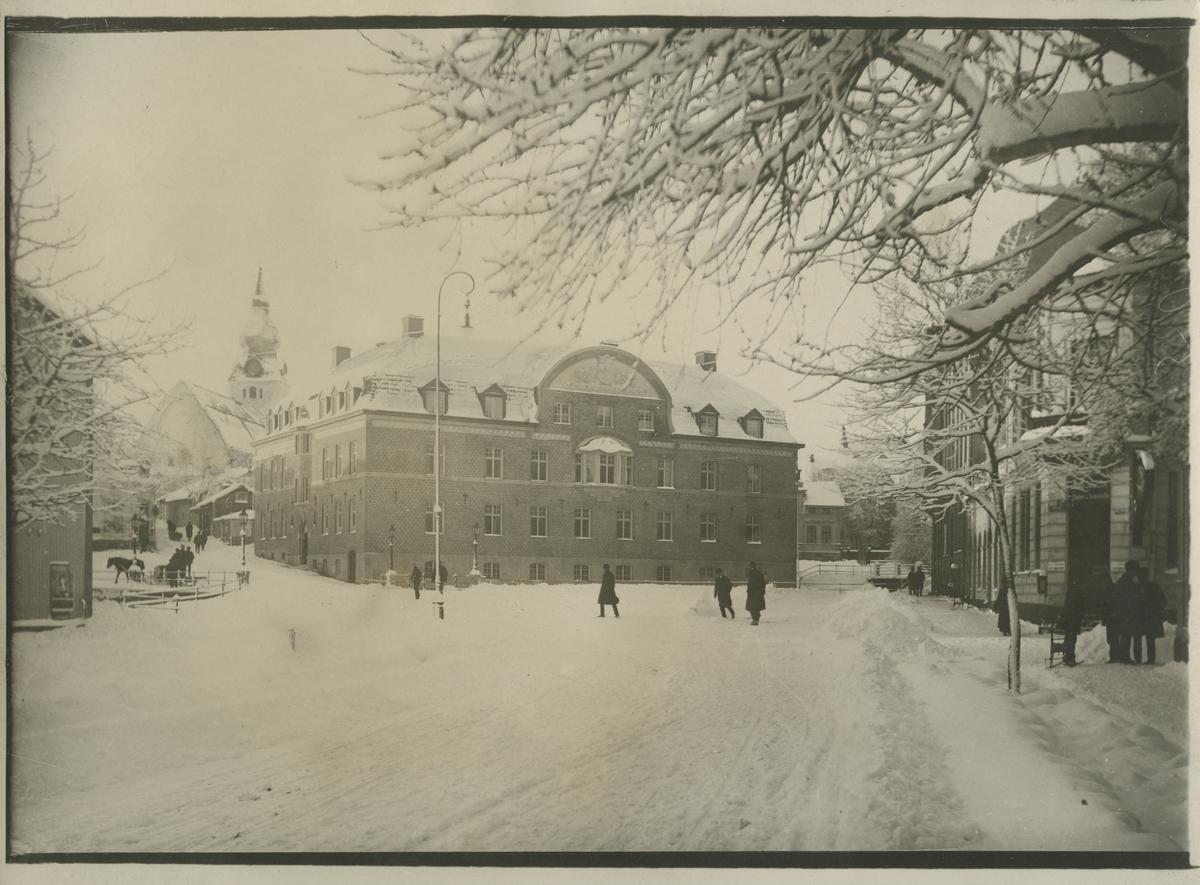 Sundsvallsbanken i Hudiksvall. Vintertid.