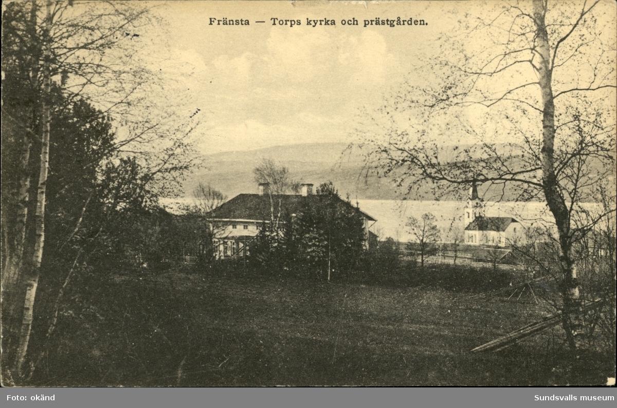 Vykort med motiv över kyrkan och prästgården i Fränsta.