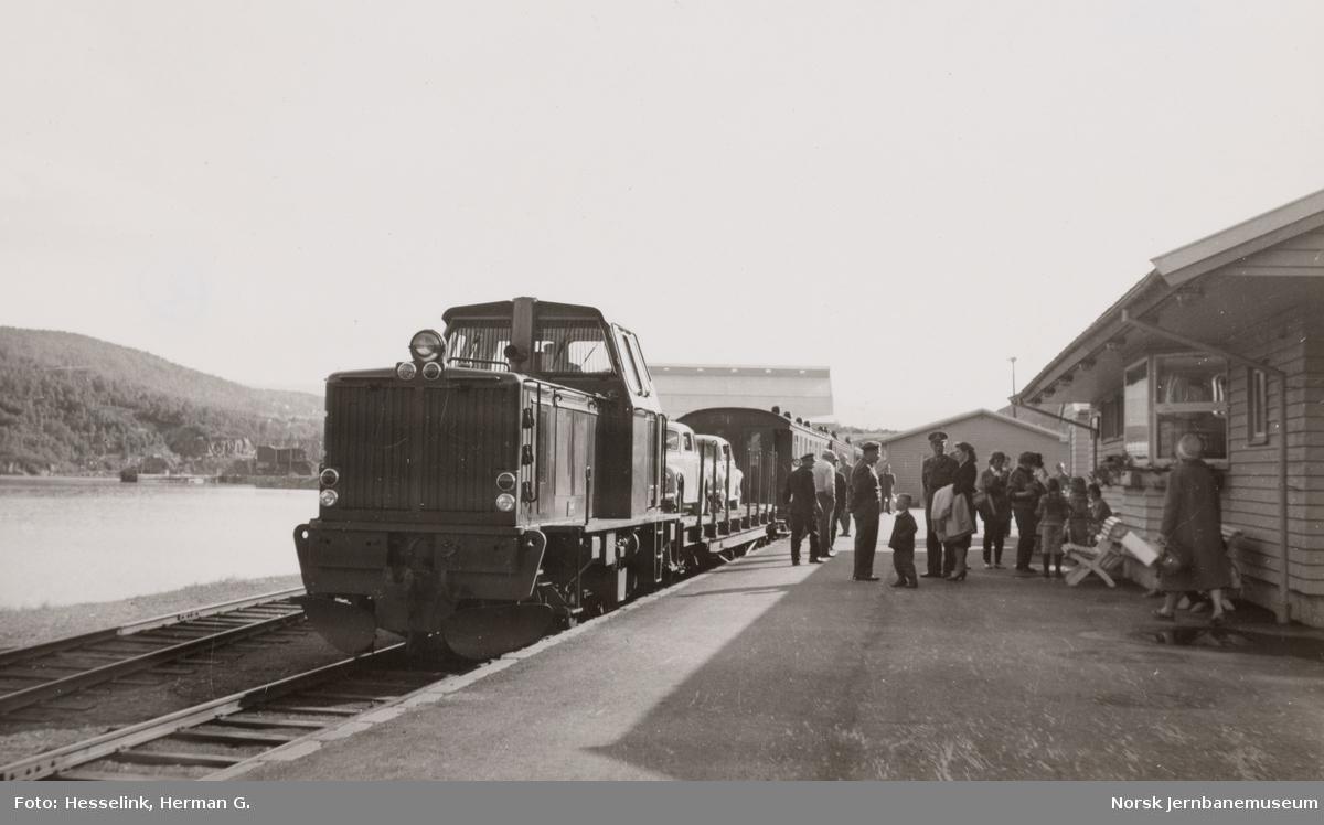 Sulitjelmabanens diesellokomotiv ODIN med blandet tog på Finneid stasjon