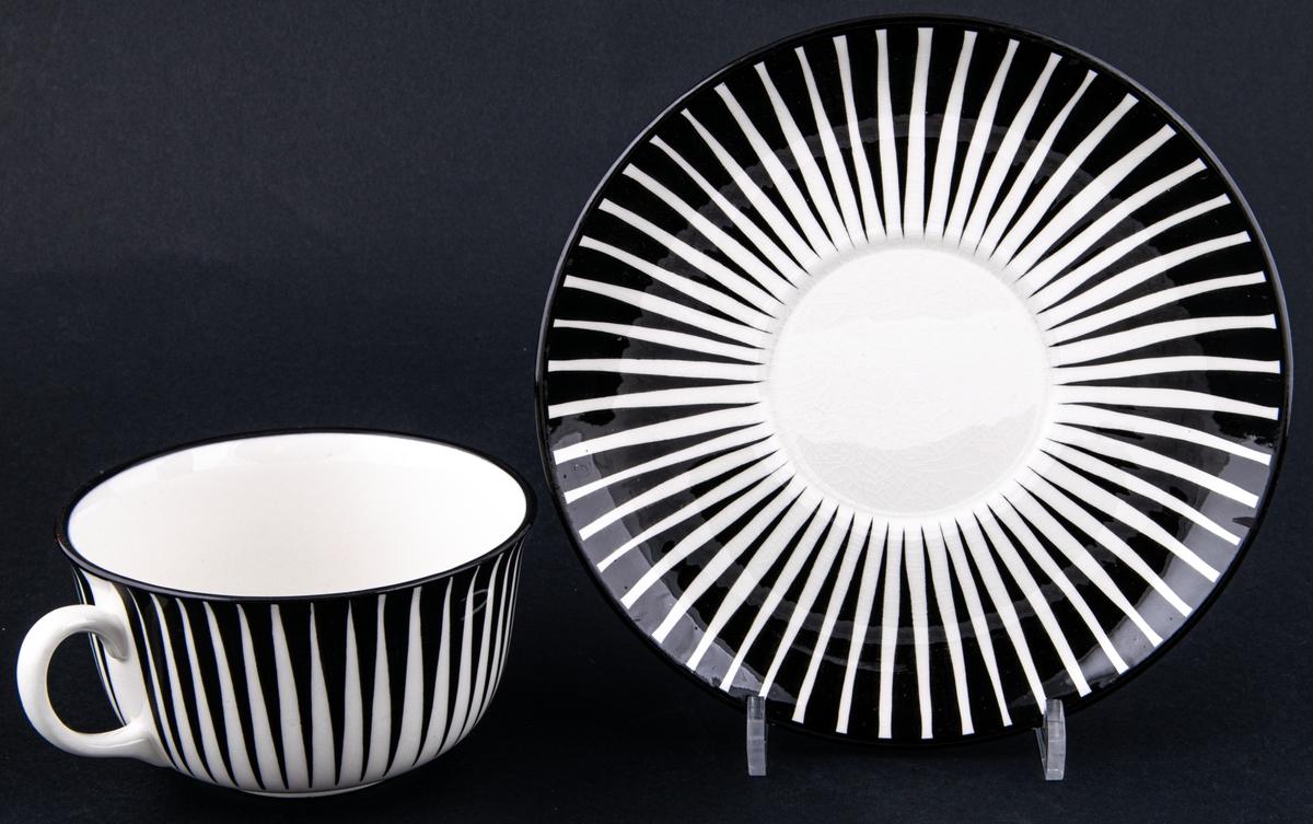 Frukostkopp med fat. Dekor Zebra av Eugen Trost, Gefle Porslinsfabrik.
