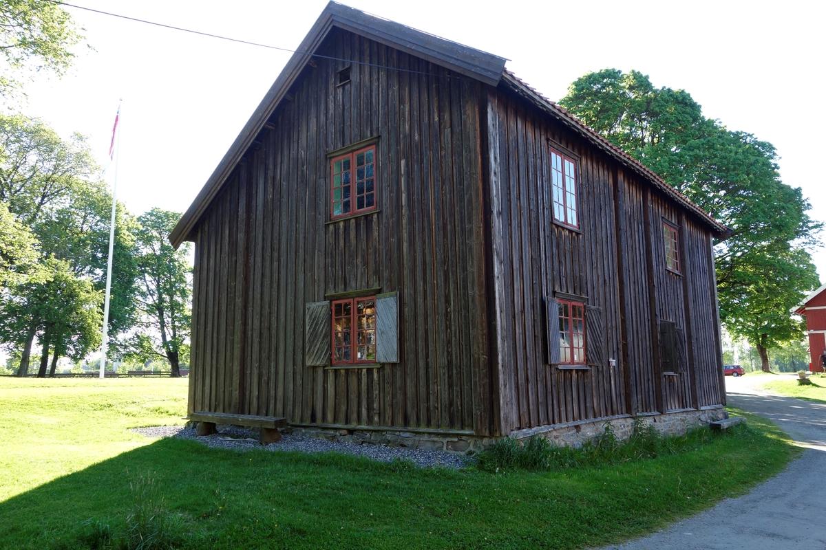 Bolig Bjørklund, fra 1750. Flyttet til Skedsmo prestegård i 1830 og brukt som drengestue