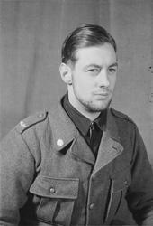 Porträttfoto av soldat Kjell Roland Sundberg (nummer 915), b