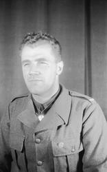Porträttfoto av soldat Stig Oskar Folke Larsson (nummer 8818