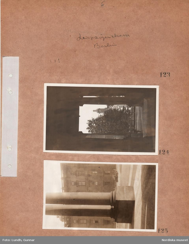 """Motiv: Utlandet, Berlin 114 - 146 ; Stadsvy med en portal, kolonner och en byggnad i bakgrunden, anteckning på konaktarket 123 """"Leipziger Strasse""""."""