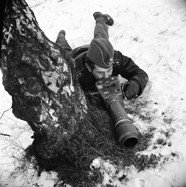 Sandstedt, Erik med kamera, långt objektiv.