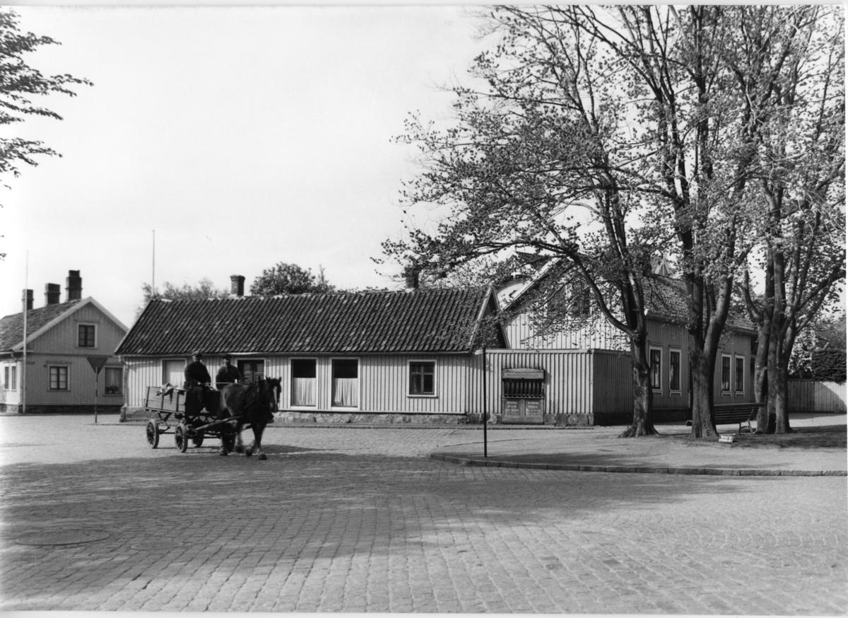 Byggnaderna i mitten fanns 1938 men inte 1945.