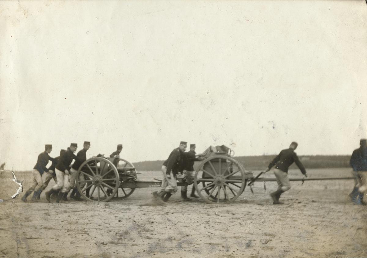 Övning med 7,5 cm kanon m/1902, Fortifikationen.