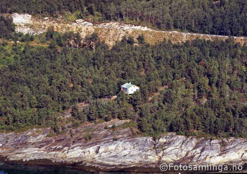 Trolig stigningen fra Nygård opp til Hærsletta. Gammelveien ses nedenfor.